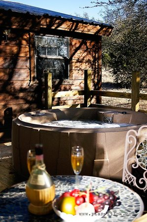 The Hideaway Ranch & Retreat: Each cabin equipped with a private hot tub.