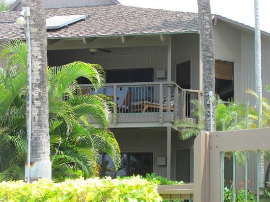 Kanaloa at Kona: view of the unit from the pool