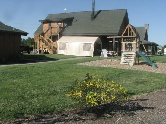 Silver Spur RV Park: Covered Outdoor Dining Area and part of Children's Play Area.