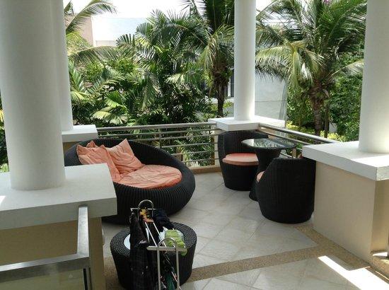 Sunvillas Hua Hin Blue Lagoon: outside living area
