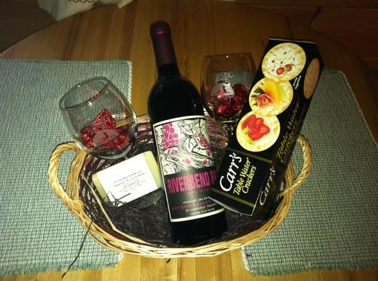Sterling Ridge Resort: gift basket with romance package