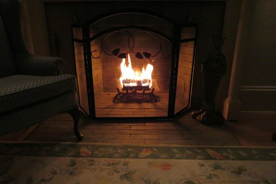 Inn at Jackson: Fireplace in the room