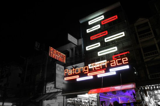 Patong Terrace Boutique Hotel: Outside by night
