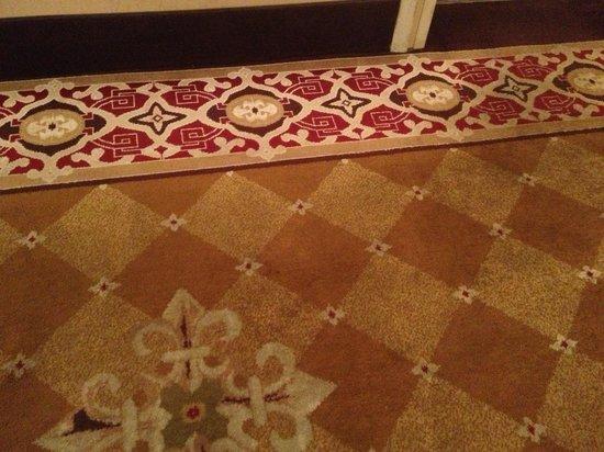 Crowne Plaza Oklahoma City : Hallway floor