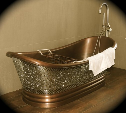 Inn BoonsBoro: Love this tub