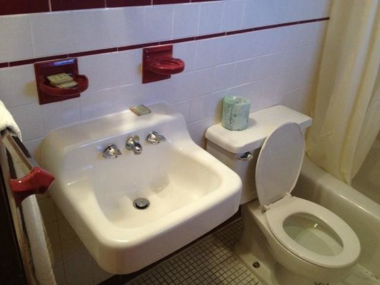 Buena Vista Motel: Check out soap and toothbrush holder