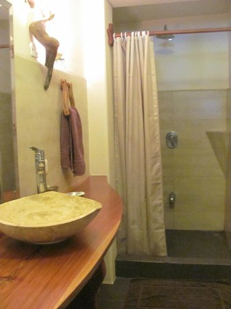 Hotel Amor de Mar: Room #8 bathroom..large shower no problems with pressure or temperature.