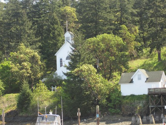 Roche Harbor Resort: Church with nice music every hour