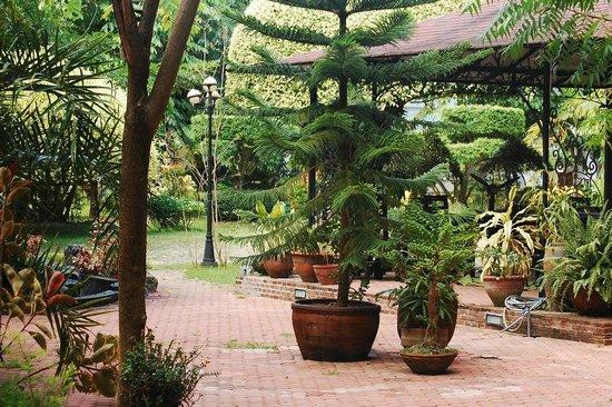 Precious Garden Samal Restaurant and Resort: garden 6