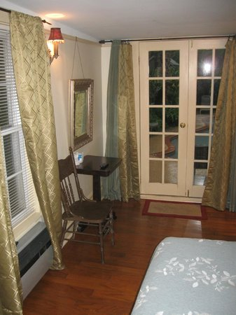 Lions Inn Bed & Breakfast: Entrance Door and Small Table - Bathroom to Right out of photo