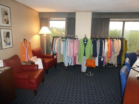 DoubleTree by Hilton Hotel Tulsa - Warren Place: Left of the table-lots of floor space!
