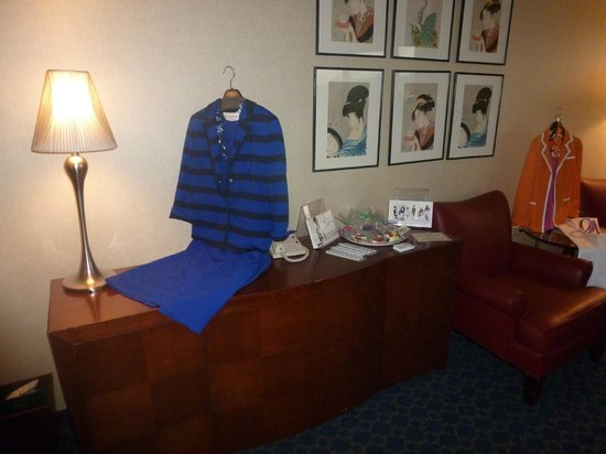 DoubleTree by Hilton Hotel Tulsa - Warren Place : Credenza in the boardroom