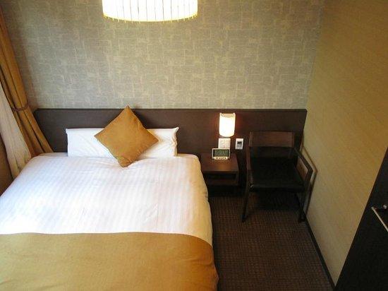 Dormy Inn Premium Kyoto Ekimae: 禁煙クイーン 天井の照明は日吉屋さん