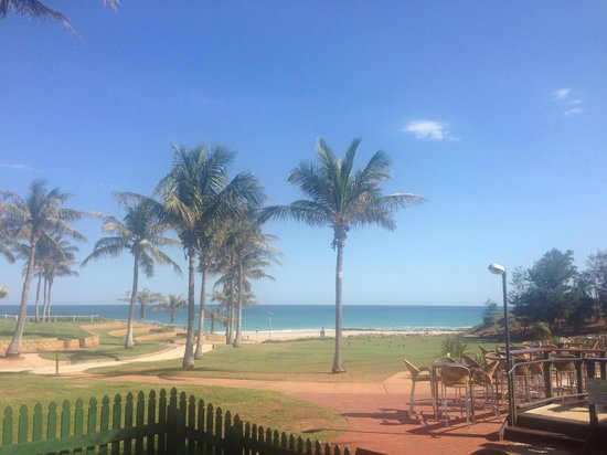 Cable Beach Club Resort & Spa: Cable Beach view from Breakfast