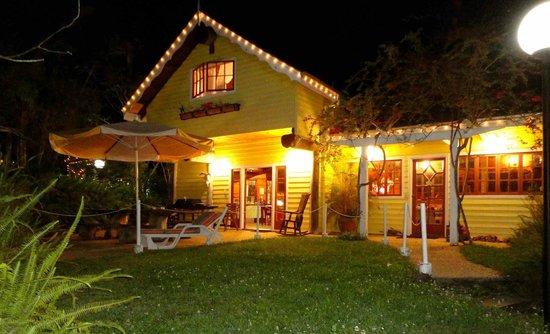 Mooloolah Valley Holiday Houses: Frangipani House