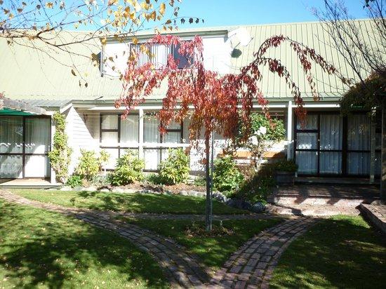 Aoraki Lodge: Grounds area