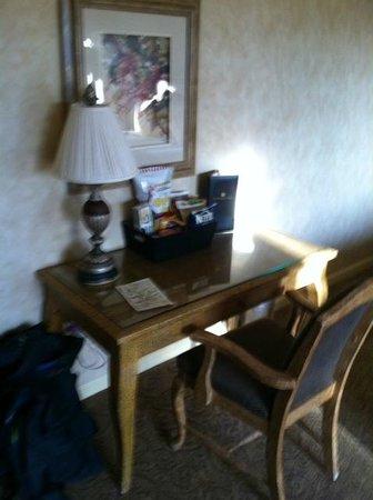 Vintners Inn: Desk