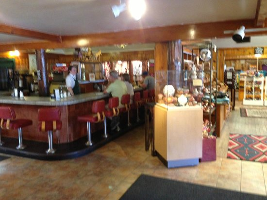 Jacob Lake Inn: The cafe/soda fountain.  A full restaurant is behind it.