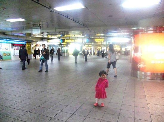 Caesar Park Taipei: Underground hallway to Taipei Railway Station