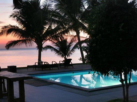 Puri Madha Bungalows: Sunrise