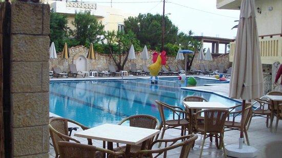Cactus Beach Hotel & Bungalows : deux piscines au fond celle enfants