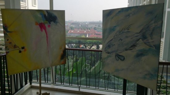 Jambuluwuk Malioboro: The paintings in front of elevator