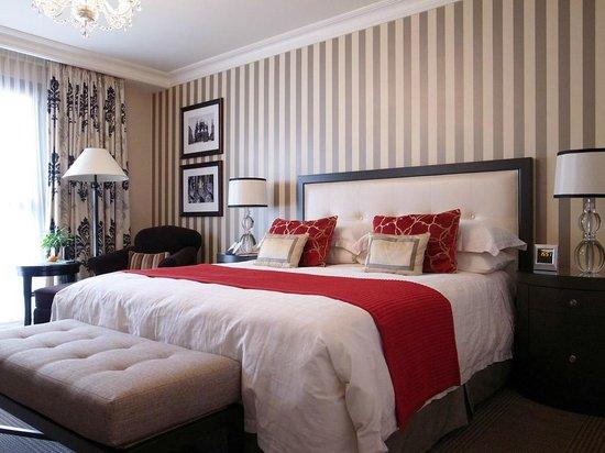 Four Seasons Hotel Prague: Modern Room