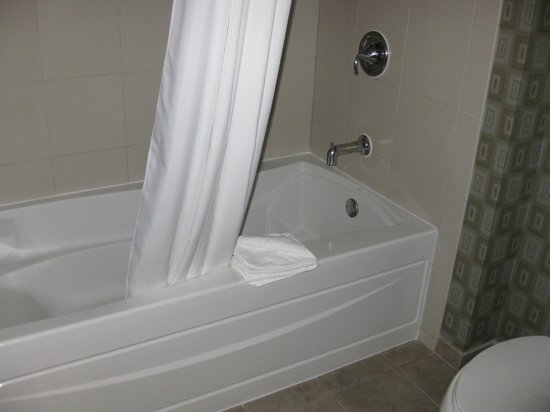 Eastside Cannery Casino & Hotel: Real size tub