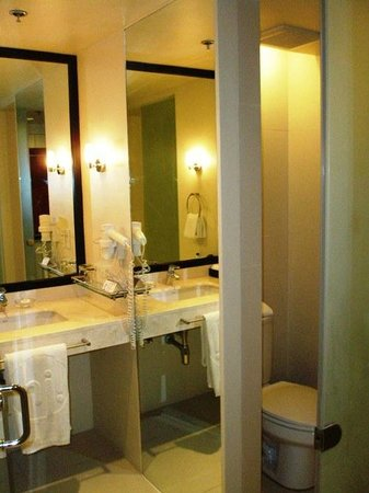 The Picasso Boutique Serviced Residences: Toilet