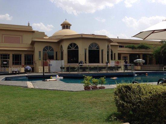 Heritage Village Resort & Spa Manesar: Swimming pool