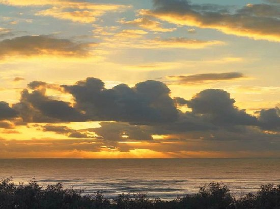 Colliers International Casuarina Beach : Sunset over the Beach