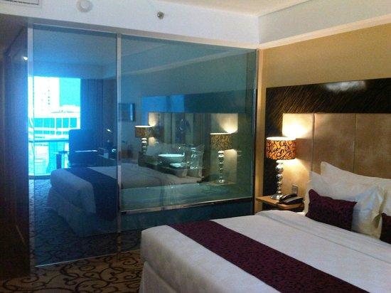 Wyndham Surabaya: Bathroom View from Bedroom