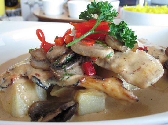 Tiara Revolving Restaurant : Escalope