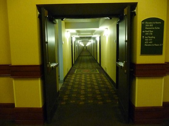 Holiday Inn Fargo : Super long corridor that can be used for a 100-m run race