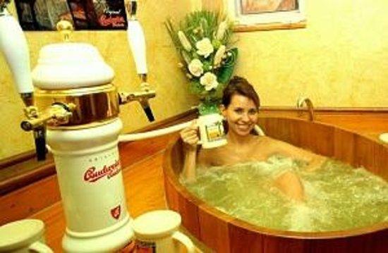 Wellness & Congress Hotel Dvorak Tabor: Beer spa