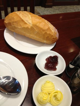 Dinh Phat Hotel : nice bread