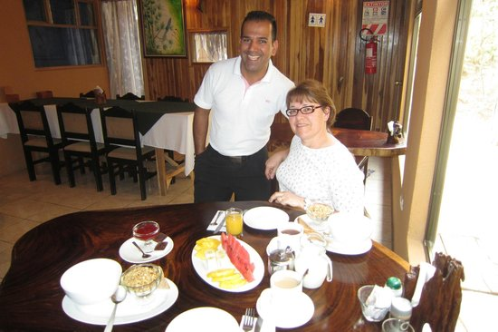 Monteverde Villa Lodge: Heiner and my wife at breakfast