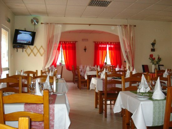 Il Vesuvio: Nicely decorated,comfortable chairs ,friendly staff.
