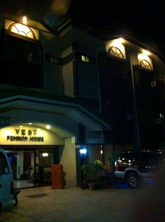Vest Grand Suites : Evening Front View