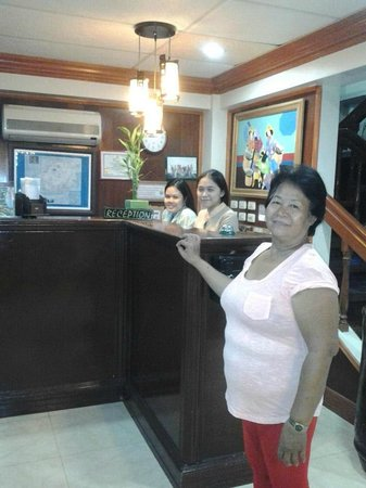 Vest Grand Suites : Receptionist with mother-in-law