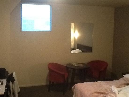 Copthorne Hotel Grand Central New Plymouth: prison cell in the attic!