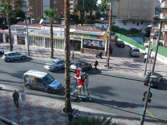 Hotel President : an santa on his large scooter  outside