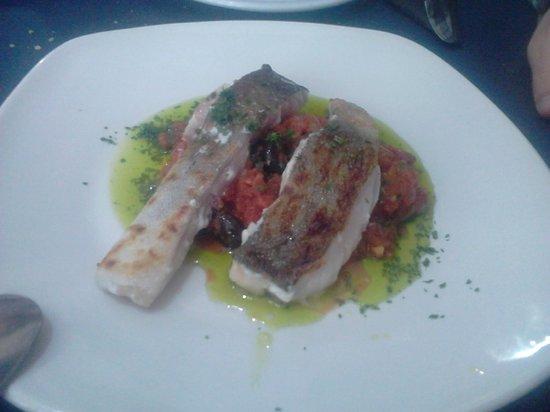 Ca'l Cuc Taverna: Bacalao con salsa de tomate. BUENA