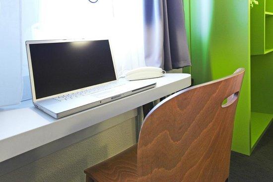 Campanile Nice - Aeroport: Bedroom