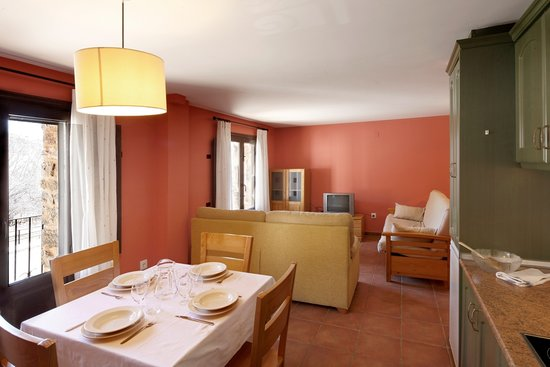 Alojamiento Rural Las Carcavas : Cocina comedor apartamento dos dormitorios