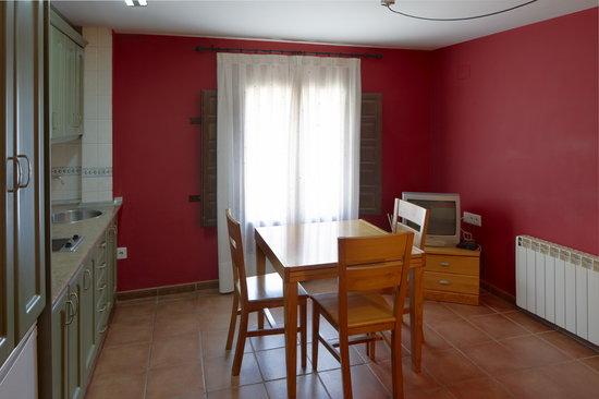Alojamiento Rural Las Carcavas : Cocina comedor apartamento de un dormitorio