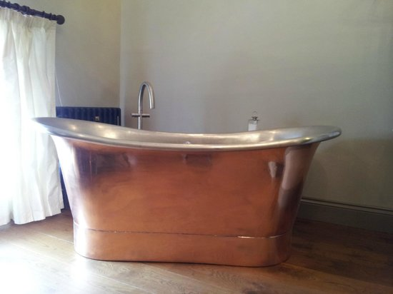 The Priory Guesthouse: Castle View In Room Copper Bath