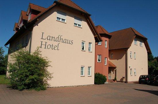 Landhaus Hotel Muller: Aussenansicht vom Parkplatz