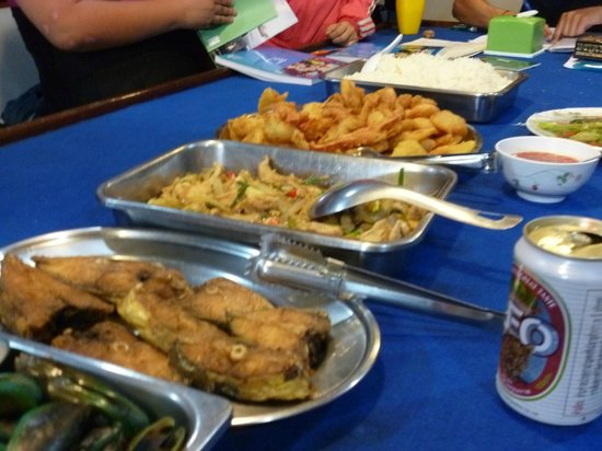 Scuba Cat Diving - Soi Watanna Shop and Classrooms : The chef will spoil you with his great cooking.