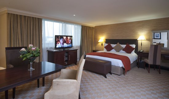 Southern Sun O.R Tambo International Hotel: Executive Room